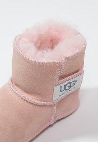 UGG - ERIN - První boty - baby pink - 5
