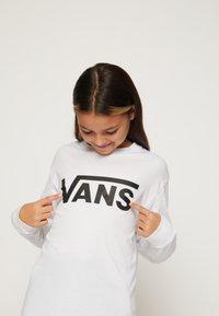 Vans - BY VANS CLASSIC LS BOYS - Longsleeve - white/black - 6