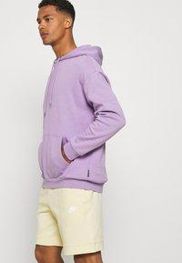Nike Sportswear - MODERN - Shorts - coconut milk/ice silver/white - 3