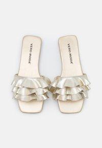 Vero Moda - VMJASMINE  - Sandaler - pale gold - 5