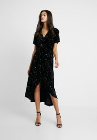 Missguided - LIGHT MAGIC STAR WRAP MIDI DRESS - Robe longue - black - 1