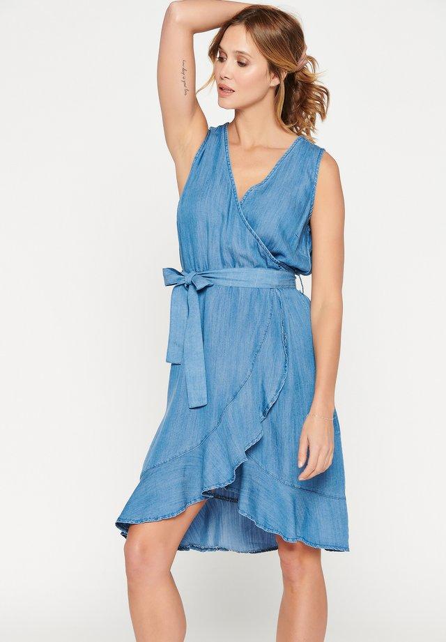 WITH BELT - Denim dress - blue
