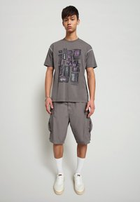 Napapijri - S-KEE - T-shirt med print - grey gargoyle - 1