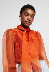 Vero Moda - VMAVA ORGANZA - Button-down blouse - Košile - cinnamon stick - 3