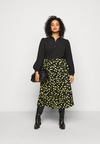 Vero Moda Curve - VMAYA - Button-down blouse - black - 1