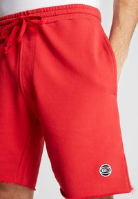 K1X - COLOR DISTRESSED  - Pantalón corto de deporte - red - 3