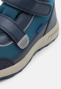 Finkid - KULKU UNISEX - Hiking shoes - seaport/navy - 5
