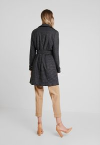 NAF NAF - ACHICKY - Trenchcoats - fantaisie - 2