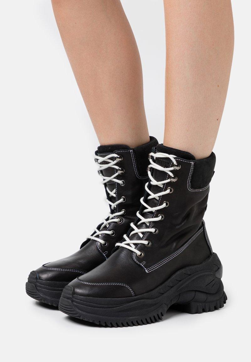 Bronx - CHAINY - Platform ankle boots - black/winter white