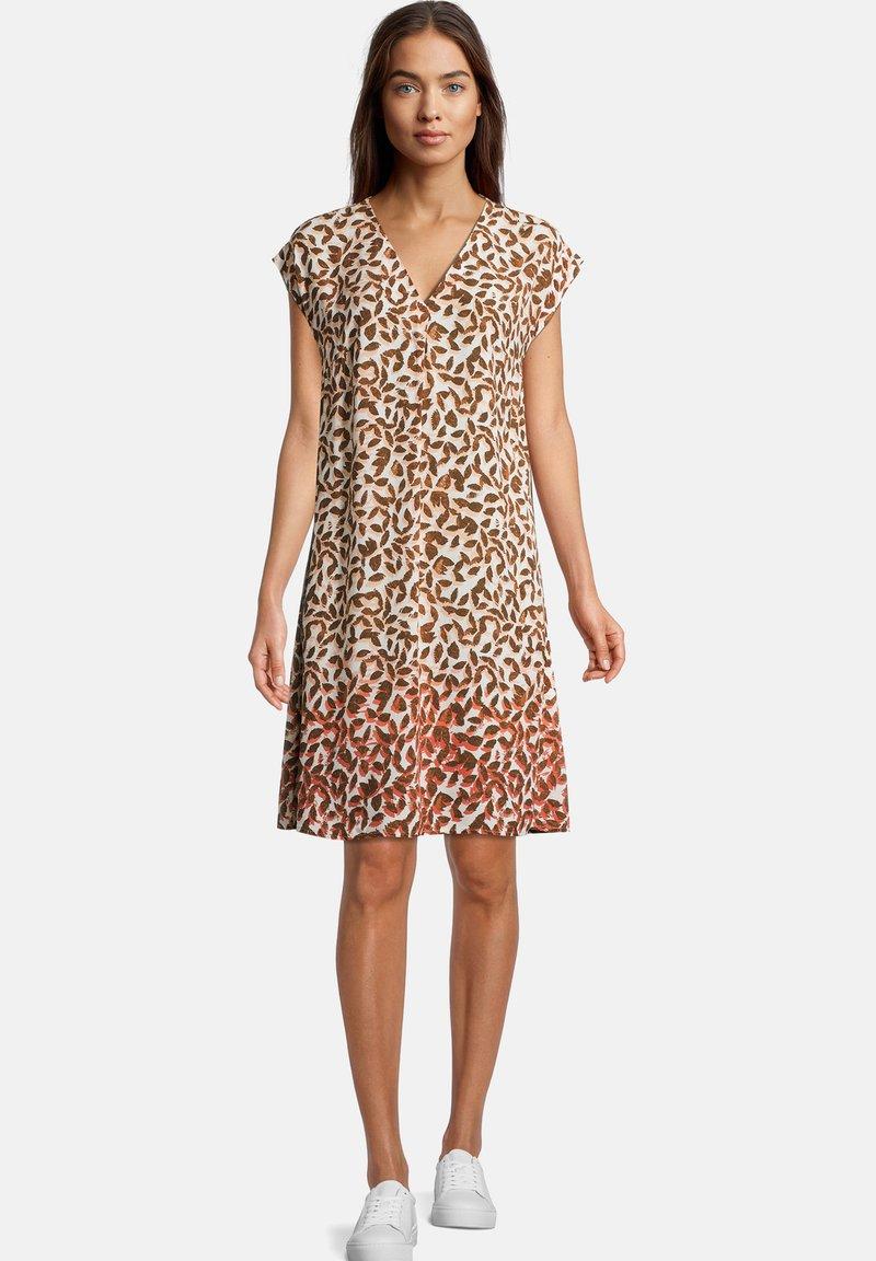 Betty & Co - MIT V-AUSSCHNITT - Day dress - bunt