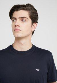 Emporio Armani - 2 PACK - T-shirts basic - dark blue - 4