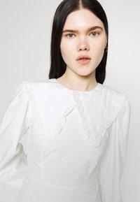 Fashion Union - TWORL DRESS - Robe d'été - white - 3