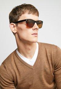 Tom Ford - Occhiali da sole - brown - 1