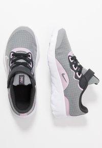 Nike Sportswear - EXPLORE STRADA - Sneakers basse - offnoir/iced lilac/smoke grey/white - 0