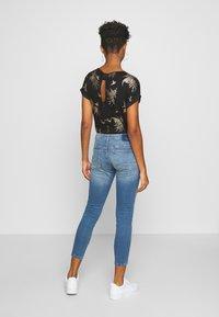 ONLY - ONLCARMEN JOGG - Jeans Skinny Fit - light blue denim - 2