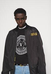 Versace Jeans Couture - FELPA  - Felpa - black - 3