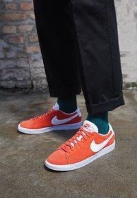 Nike Sportswear - BLAZER UNISEX - Tenisky - mantra orange/white - 2