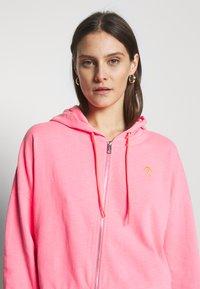 Guess - GALA - Zip-up hoodie - las palmas pink - 3