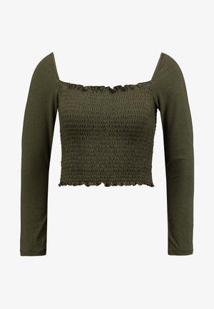 Pamela Reif x NA-KD SQUARE NECK CROP TOP - Maglietta a manica lunga - khaki