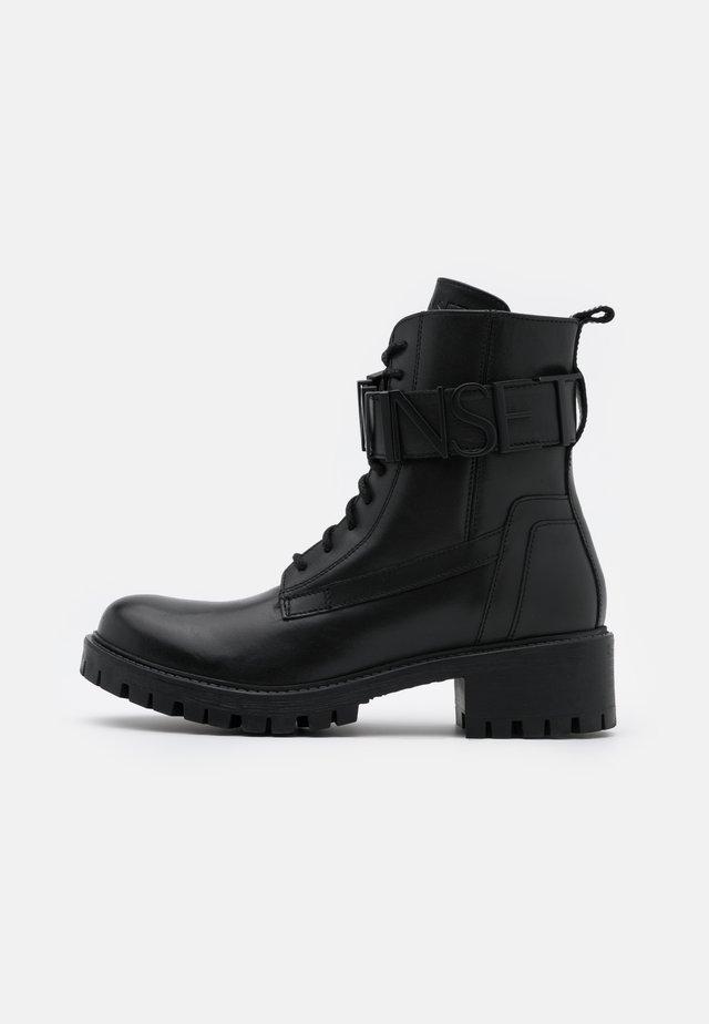 ANFIBIO CON LOGO LETTERING - Šněrovací kotníkové boty - nero