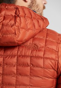 The North Face - THERMOBALL ECO HOODIE - Vinterjakke - picante red matte - 5