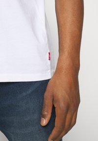 Levi's® - TAB VINTAGE TEE UNISEX - Basic T-shirt - white - 4