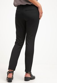 Banana Republic - SLOAN SOLIDS - Trousers - black - 2
