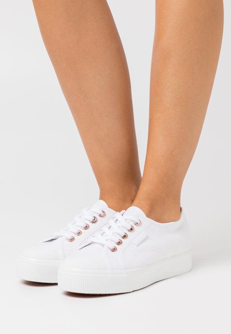 Superga - BIGEYELETS - Sneakersy niskie - white/rose gold