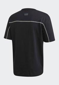 adidas Originals - R.Y.V. T-SHIRT - T-shirts med print - black - 10