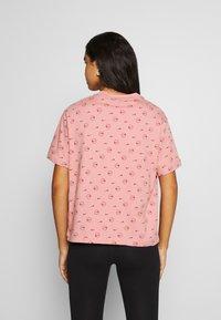 Nike Sportswear - TEE - T-shirt med print - rust pink/canyon rust - 2