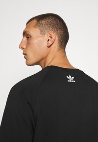 adidas Originals - OUT TEE - Print T-shirt - black/white - 4