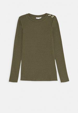 NKFDRINE SLIM - Langærmede T-shirts - ivy green