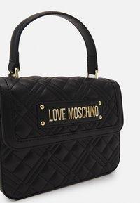 Love Moschino - TOP HANDLE QUILTED CROSS BODY - Käsilaukku - nero - 4