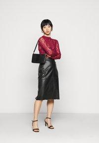 New Look Petite - FLOCKED SPOT  - Long sleeved top - dark burgundy - 1