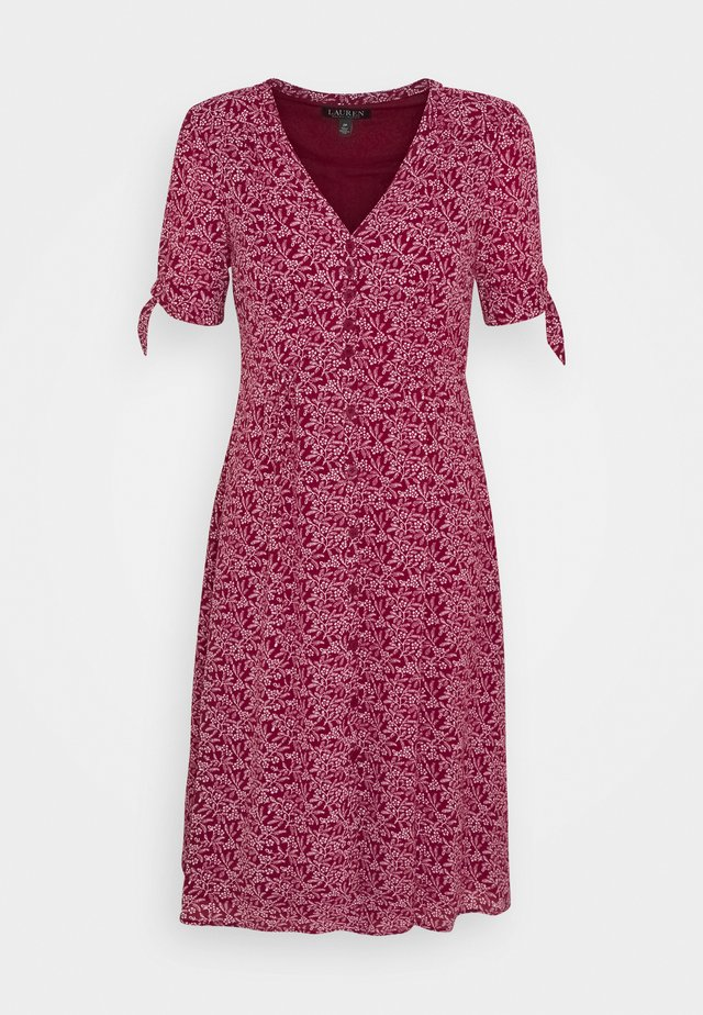 SHORT SLEEVE DAY DRESS - Robe d'été - vibrant garnet/colonial cream