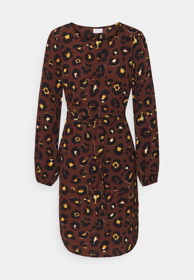 VIDIANA LUCY DRESS - Day dress - caramel café/leo print