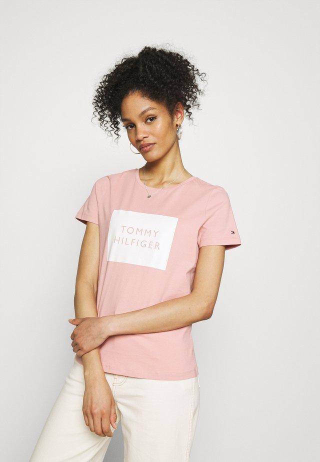 REGULAR BOX TEE - T-shirt imprimé - soothing pink