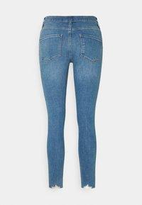 Dorothy Perkins - NIBBLE DARCY - Jeans Skinny Fit - light wash denim - 1