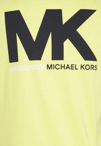 Michael Kors - SPORT LOGO TEE - Print T-shirt - meringue - 2