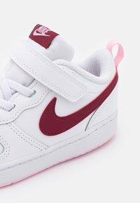 Nike Sportswear - COURT BOROUGH 2  - Baskets basses - white/dark beetroot - 5