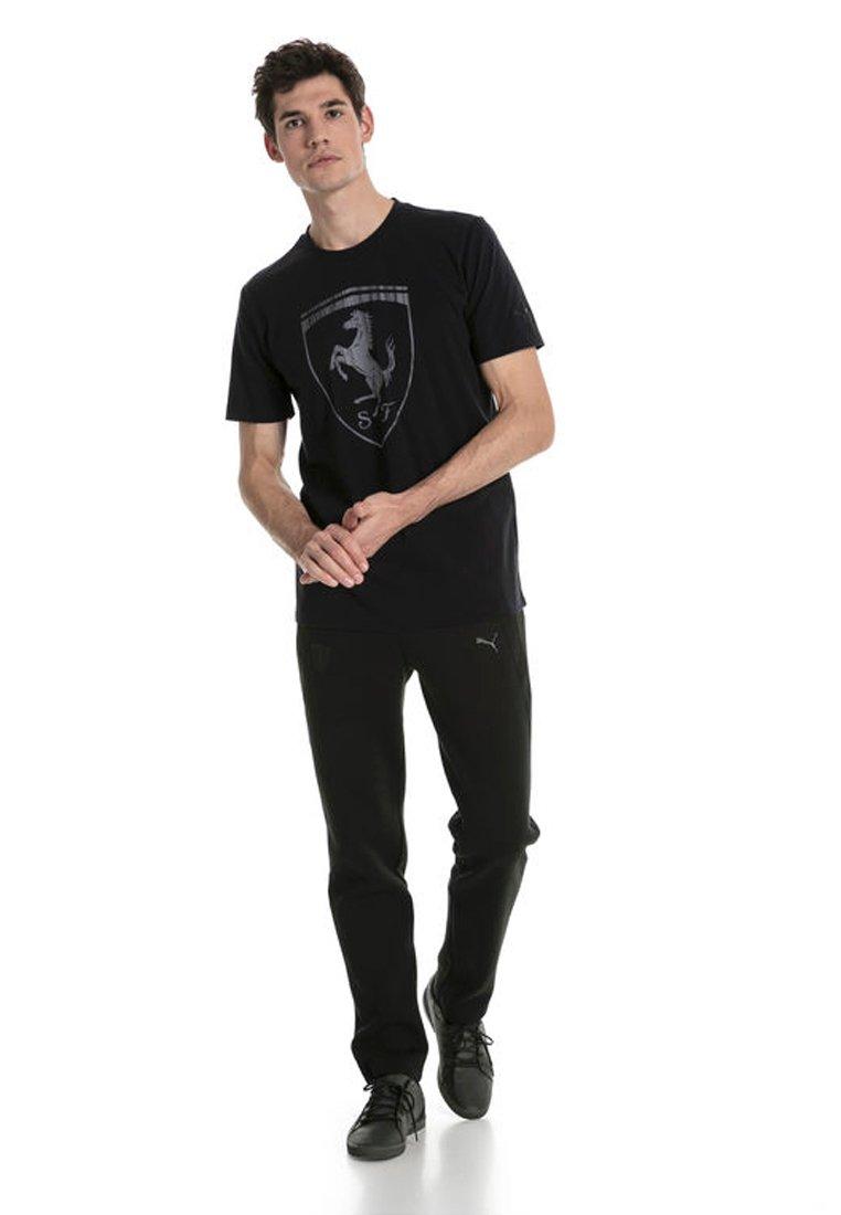 Puma - FERRARI HERREN BIG SHIELD  - T-shirt med print - black