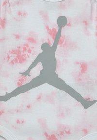 Jordan - TYE DYE SET UNISEX - Print T-shirt - pink foam - 2