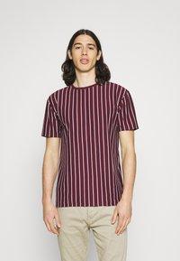 Newport Bay Sailing Club - 2 PACK - Print T-shirt - black / burgundy - 1