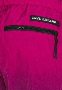 Calvin Klein Jeans - DIP DYE - Shorts - purple - 2