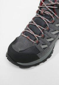 Columbia - MID CRESTWOOD™ MID WATERPROOF - Walking trainers - graphite, daredevil - 6