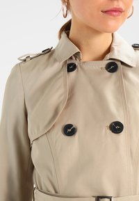 Vila - VITHREE LONG - Trenchcoat - soft camel - 6