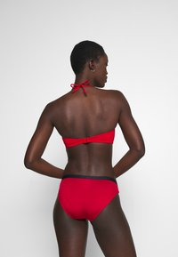 Tommy Hilfiger - CORE SOLID WIRED BANDEAU - Bikini top - primary red - 2