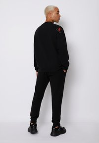 Calvin Klein Jeans - OVERSIZED BADGE - Sweatshirt - black - 2