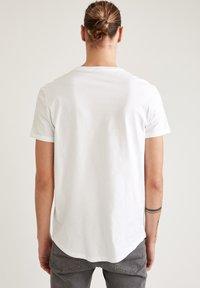 DeFacto - LONG FIT - Basic T-shirt - white - 2