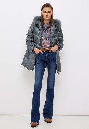 ECO-FRIENDLY - Flared Jeans - blue denim